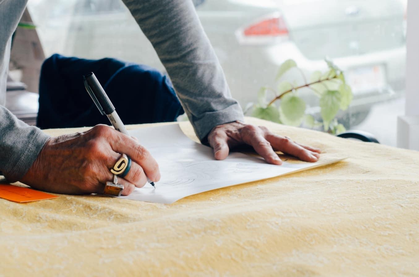 Signer le contrat de construction de maison individuelle